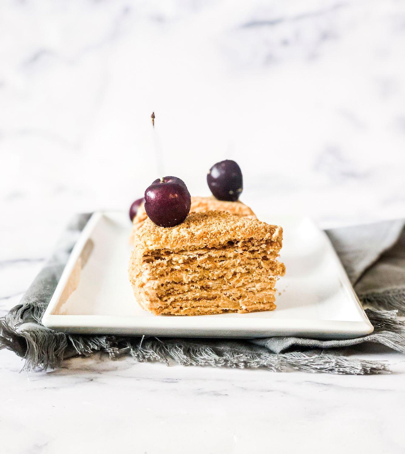 Honey cake (medovik(