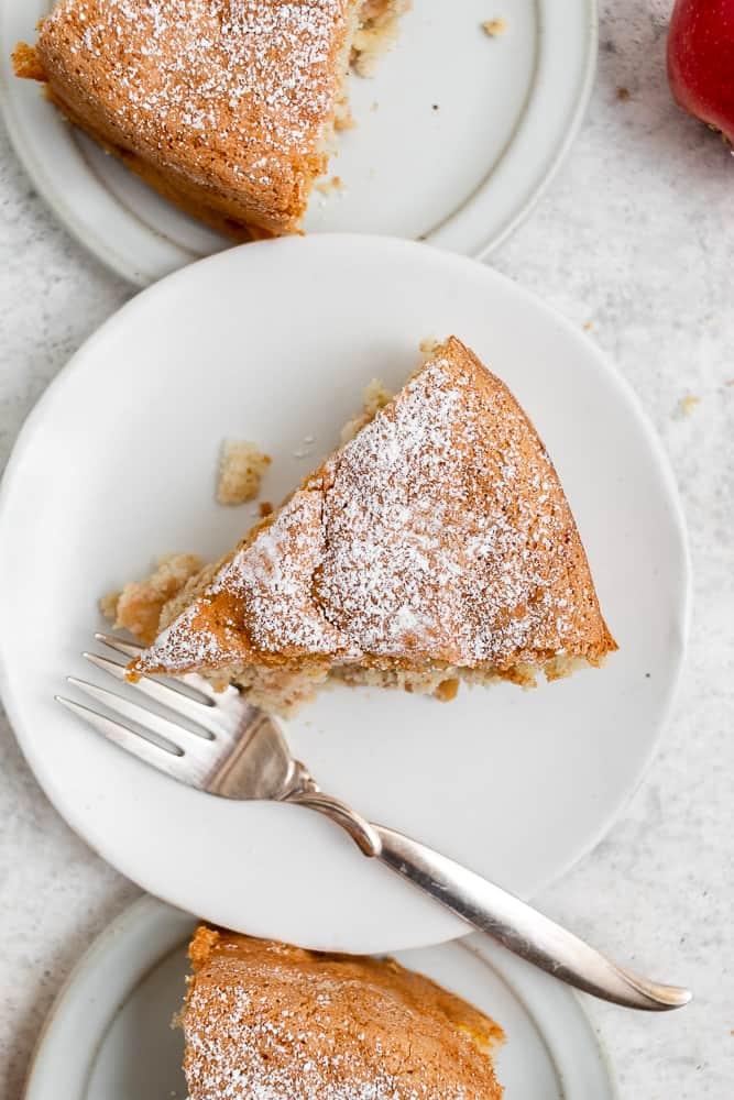 image of cake with powdered sugar
